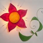 Flor fucsia con tallo verde